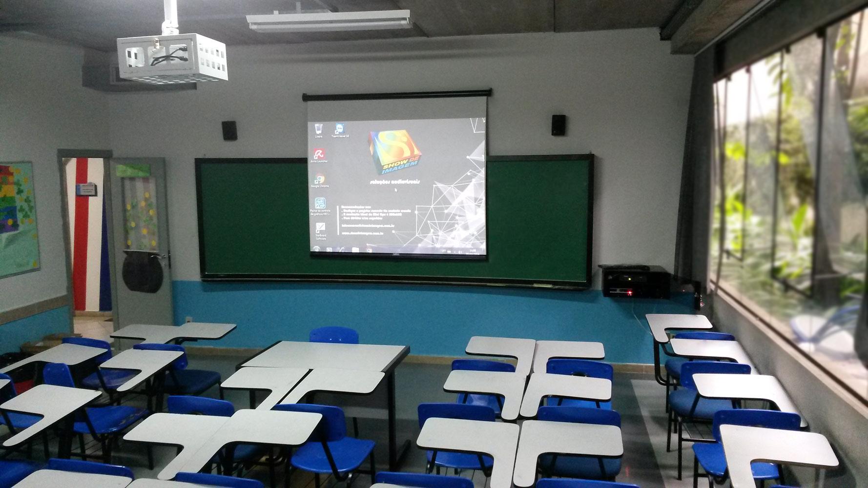 colegio-drummond-sala-multimidia03